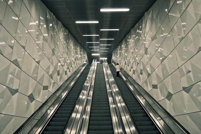 escalator-3647296_1280